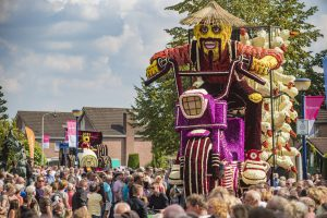 Winnaar Bloemencorso 2017: Vikings - Peking Express
